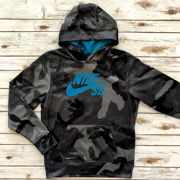 undefeated x entire collection picked up NIKE SB hoodie jacket digital camo Youth Boys XL